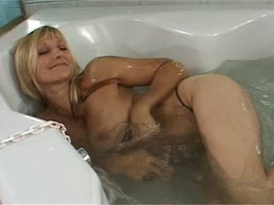 Nackt in wanne